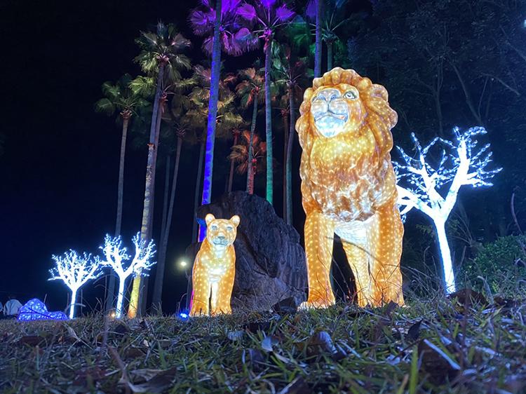 虹色ファンタジーできらめく「光の動物園」